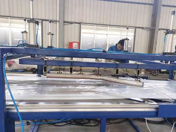 FIBC PE Film Auto Bottle Shape Liner Sealing Cutting Machine01