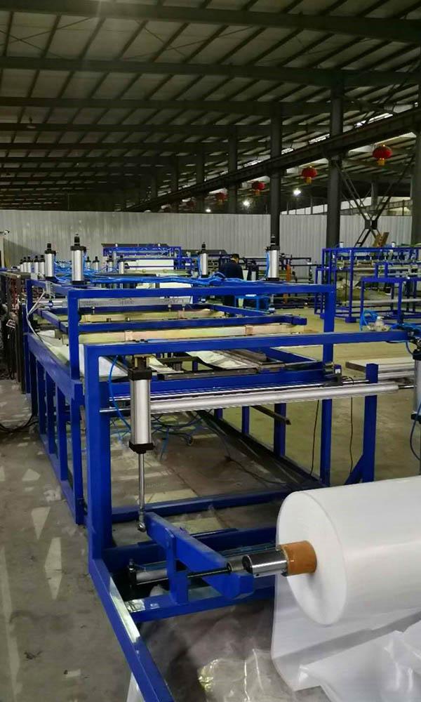 FIBC PE Film Auto Bottle Shape Liner Sealing Cutting Machine02
